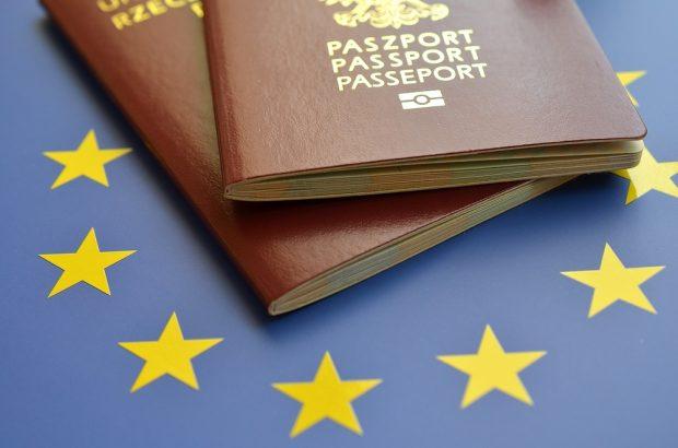 pasaportes con bandera eu